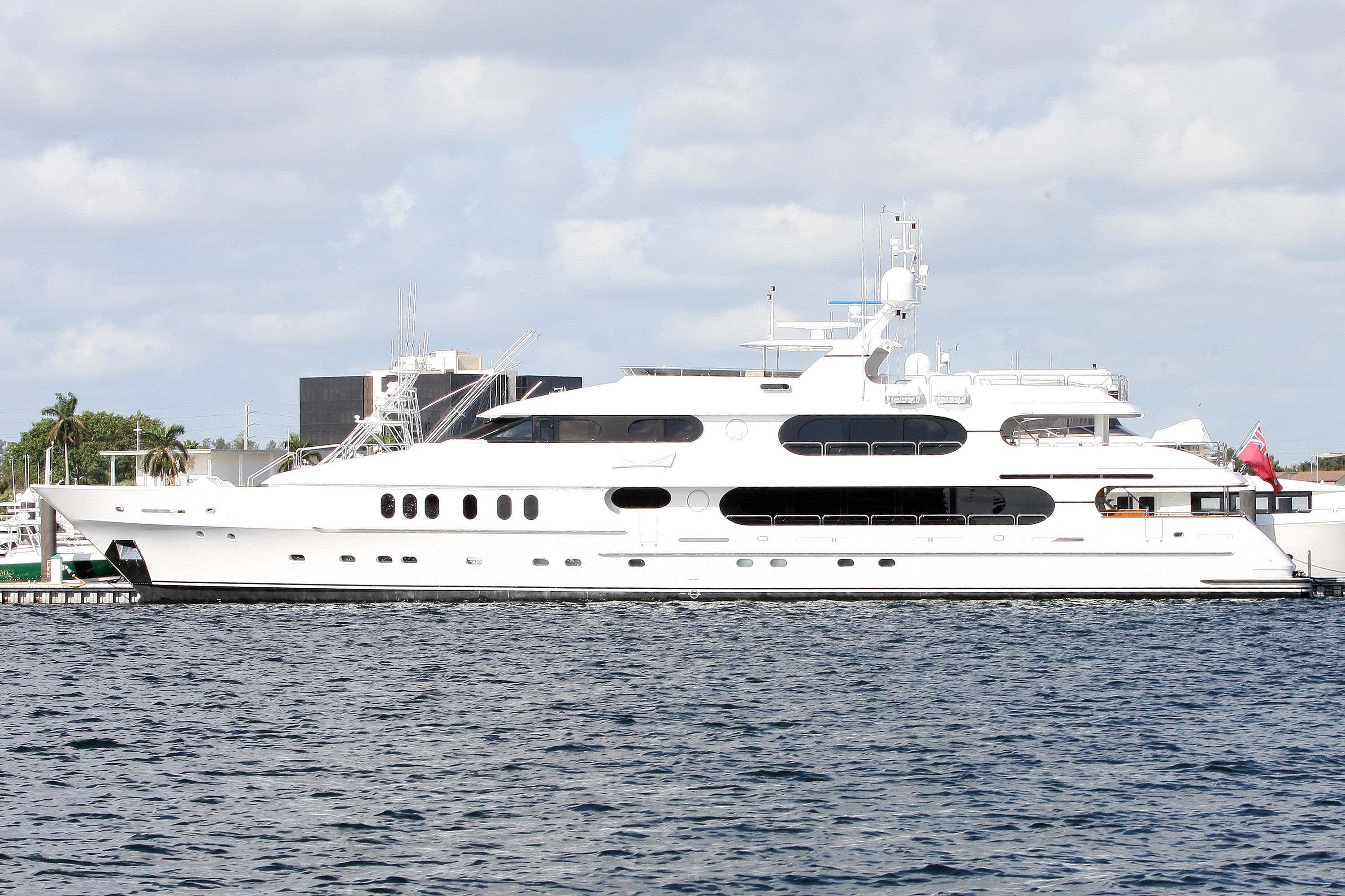 Tiger By A Million! Tiger Woods Has Parked His $20M Yacht In The ...
